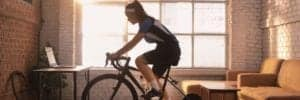 Guia definitiva para el entrenamiento de rodillo en bici de triatlón