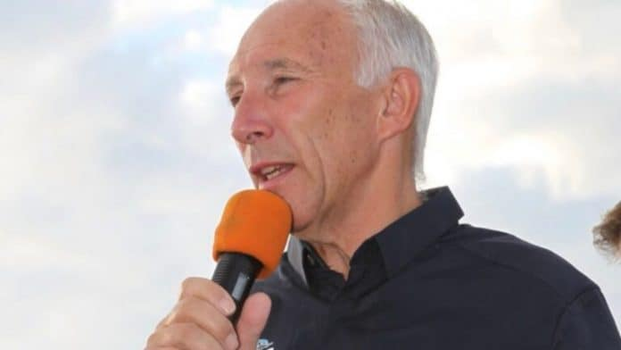 Phil Liggett la voz del ciclismo